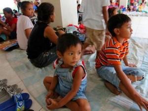 Người dân Philippines gồng mình đối phó với siêu bão Melor
