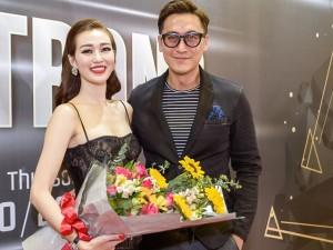 Tài tử TVB Mã Đức Chung mang hoa đến tặng Khánh My