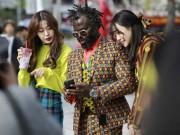 Thời trang - Mãn nhãn vì tín đồ thời trang khoe sắc tại Seoul Fashion Week