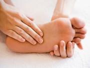 Trời lạnh, bôi dầu ở lòng bàn chân để chữa ho như thế nào?