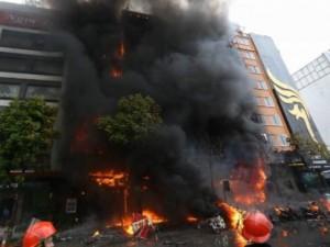 Cháy quán karaoke ở Trần Thái Tông: Ai sẽ là người chịu trách nhiệm?
