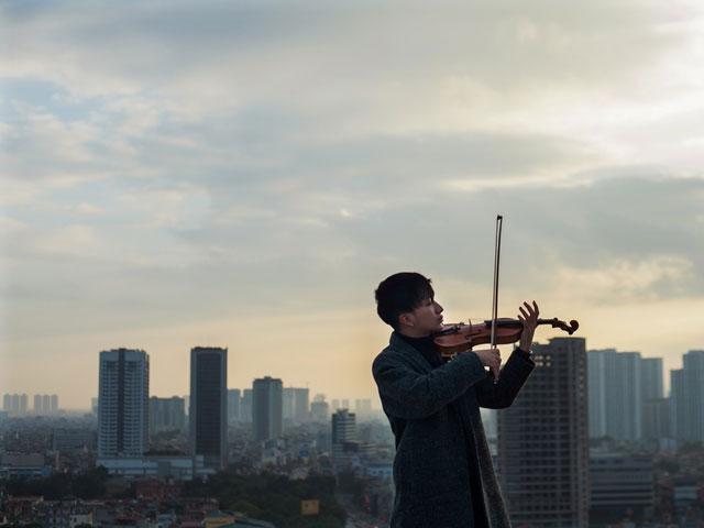 """Hoàng Rob sẽ """"làm mới"""" Hà Trần và Thu Phương với tiếng đàn violin"""
