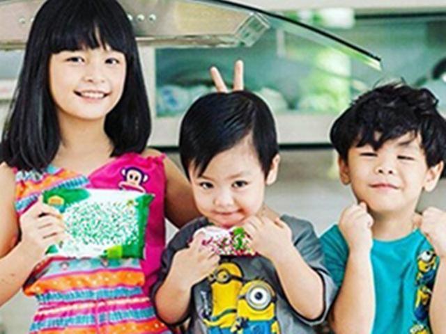 Bất ngờ với khả năng nói tiếng Anh của 3 nhóc tì nhà MC Phan Anh