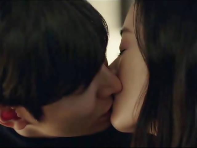 Huyền thoại biển xanh tập 9: Lee Min Ho khẳng định chủ quyền bằng nụ hôn với Jeon Ji Hyun