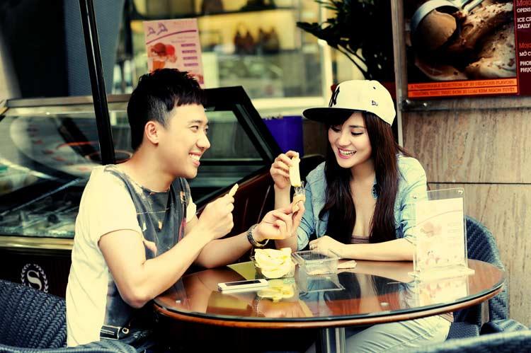 Vy Oanh cũng làm MC cho các chương trình truyền hình như: Thay lời muốn nói, Những dòng sông hò hẹn, Âm vang miền đông, Cửa sổ âm nhạc... và các game show truyền hình như Cầu vồng nghệ thuật, It's me...