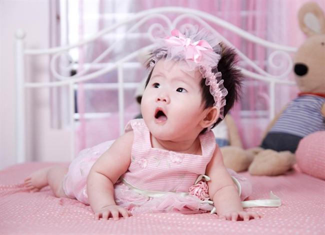 Xin chào mọi người, con tên là Nguyễn Thu Trang, ở nhà con là 'con gái rượu' của bố con đấy.