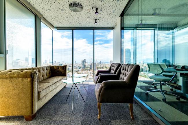 Sắp xếp những vị trí ngồi đẹp có thể nhìn ra cảnh vật bên ngoài.