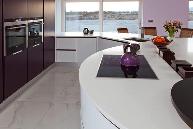 Lò vi sóng, bếp nướng sẵn sàng cho những bữa ăn ngon.