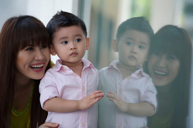 Sau những biến cố trong hôn nhân, Thân Thúy Hà trở nên mạnh mẽ hơn để làm chỗ dựa vững chắc cho con trai. Đã qua rồi thời xuân sắc trên sàn catwalk nhưng Thân Thúy Hà lại là gương mặt nổi bật của điện ảnh Việt với những vai diễn sắc sảo và cá tính.
