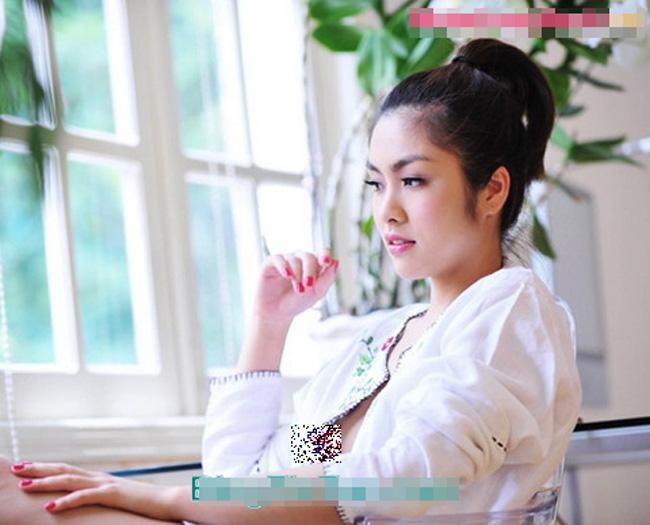 Tăng Thanh Hà là 1 biểu tượng thời trang của showbiz Việt, thường được ca ngợi bởi phong cách thời trang thanh lịch và tế nhị. Cô là một trong những người đẹp trong sạch và ít vướng vào scandal liên quan đến váy áo nhất. Scandal rầm rộ nhất của Tăng Thanh Hà tính tới thời điểm hiện tại là sự cố lộ nhũ hoa trong một shot hình thời trang. Nhưng nhờ thái độ bình tĩnh, không phân bua, không giải thích nên những lời bàn tán đã nhanh chóng được dập tắt.