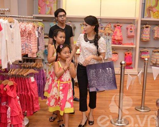 Cẩm Ly ít khi đưa con đi dự sự kiện, vì vậy hình ảnh các con của nữcasĩ nổi tiếng cũng hiếm khi xuất hiện trên mặt báo.