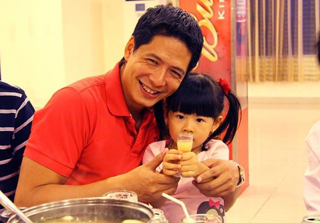 Bé An Nhiên - cô công chúa nhỏ của nhàBình Minh- Anh Thơ vừa tròn 5 tuổi, cô bé có nét rất đáng yêu tinh nghịch.