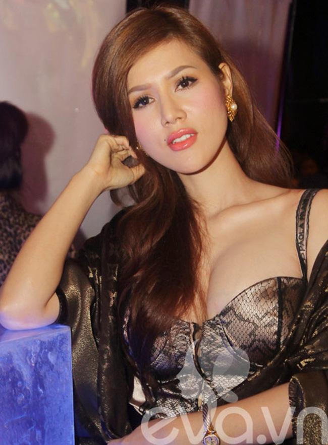 Đinh Phương Ánh từngxuất hiện trong một event, khiến nhiều báo giới phải chú ý vì sự thay đổi đến chóng mặt của cô.