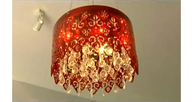 Từ chiếc đèn chùm màu đỏ rực rỡ cho đến bộ sofa phòng khách cũng nói lên phong cách và sự quyến rũ của chủ nhân ngôi nhà.  Xem lại phần 1 tại đây.  Bài liên quan:  Tổ ấm của 3 bà mẹ đơn thân nổi tiếng Vbiz  'Bóc' khối bất động sản của Lam Trường  Ngắm nhà sang của Chi Bảo từ Nam ra Bắc  Top 5 nhà đẹp 'hớp hồn' của HH Việt 2013  Top 10 nhà sao Việt ấn tượng nhất 2013  Lộ biệt thự cao cấp của Lý Á Bằng hậu ly hôn