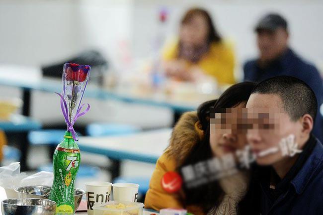 Hành động mở cửa ngày Valentine của nhà tù Trùng Khánh được nhiều cư dân mạng ủng hộ và khen ngợi.