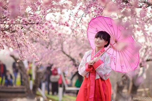 Kết quả hình ảnh cho cố gái hàn quốc mặc hanbok
