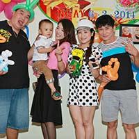 Vợ chồng Kiều Linh mừng Hoàng Mập có con trai