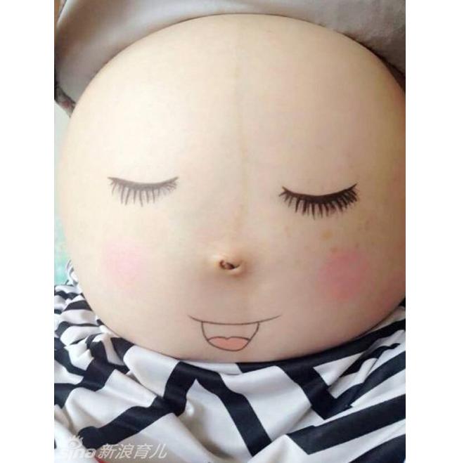 Cuối tuần, mời các mẹ cùng thư giãn với những hình ảnh cực ngộ nghĩnh về khuôn mặt thai nhi được mẹ 'trang điểm' trên chính bụng bầu của mình.