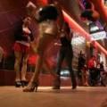 Một ngày 'tủi nhục' của gái mại dâm đứng đường
