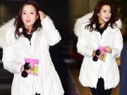 Hậu trường - Kim Hee Sun giản dị mà vẫn trẻ trung, xinh đẹp