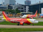 Tin tức - Máy bay Vietjet dừng bay vì va vào chim trời
