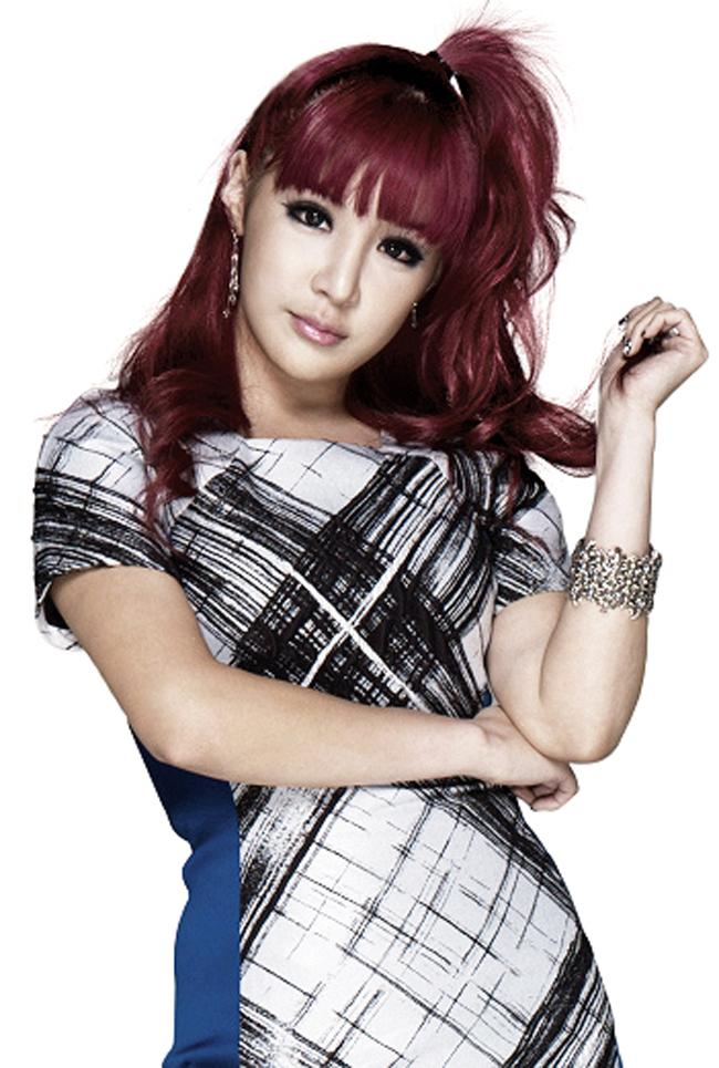 4. Nữ ca sỹ Park Bom của xứ củ sâm thường trang điểm nhấn sâu vào đôi mắt, gây ấn tượng với màu trầm ấm.