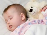 """0-1 tuổi - Những kiến thức """"sai bét""""  của mẹ về giấc ngủ của trẻ"""
