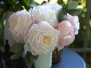 Trang trí nhà cửa - Đẹp ngất ngây hoa hồng ngoại gấp từ khăn giấy