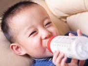 Làm mẹ - 6 KHÔNG khi cho trẻ dùng sữa bột