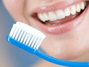 Sức khỏe - Ngủ dậy đánh răng, thói quen có nên thay đổi?