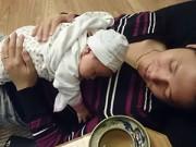 Làng sao - Khánh Linh lần đầu khoe ảnh con gái mới sinh