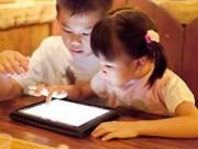 Làm mẹ - Nghiện chơi Ipad, bé 2 tuổi cận thị 4 đi-ốp