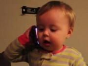 Clip Eva - Em bé gọi điện thoại cho bố cực dễ thương