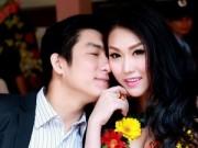 Hậu trường - Phi Thanh Vân được chồng hôn khi nhận giải thưởng