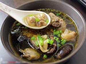 Súp gà nấm nóng hổi, bổ dưỡng