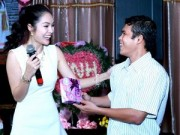 Người nổi tiếng - Dương Cẩm Lynh được nhiều fan tặng quà