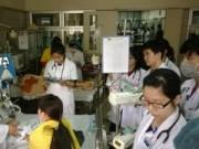 Tin tức - Giao mùa, trẻ viêm phổi đông nghẹt tại viện