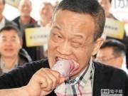 Tin tức - Nghị sĩ Đài Loan ăn gà sống chứng minh gà sạch