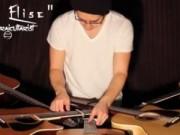Clip Eva - Anh chàng đàn 5 cây Guitar cùng lúc
