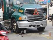 Tin tức - Mẹ bị xe container cán nát chân, con trai chết tại chỗ