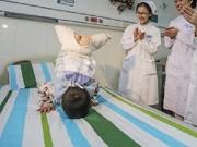Làm mẹ - Rơi lệ với cậu bé cụt 2 chân nhảy trên giường bệnh