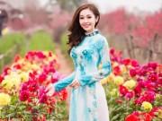 Hậu trường - MC Thùy Linh xinh đẹp bên sắc hoa đào