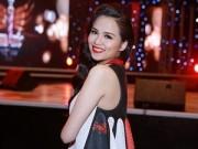 Làng sao - Diễm Hương tái xuất trên sân khấu sau 1 tháng sinh con
