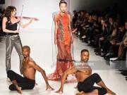 Người mẫu - Mâu Thủy, Quỳnh Châu trình diễn tự tin tại New York