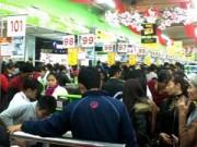 Tin tức - Chen lấn, xô đẩy mua thực phẩm cuối năm