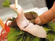 Sức khỏe - Ăn gỏi cá sống nhiễm giun sán: Vắt chanh, uống rượu cũng vô dụng!