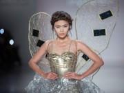 Thời trang - Mâu Thủy mở màn show diễn của Lý Quí Khánh tại New York FW