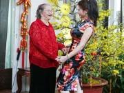 Làng sao - HH Kim Hồng tình cảm bên mẹ ruột ngày đầu năm