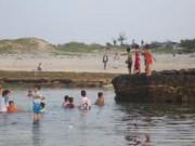 Pháp luật - Tắm biển ngày tết, năm học sinh bị đuối nước