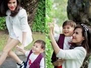 Làng sao - Em gái Thanh Thảo đưa con trai dạo phố xuân